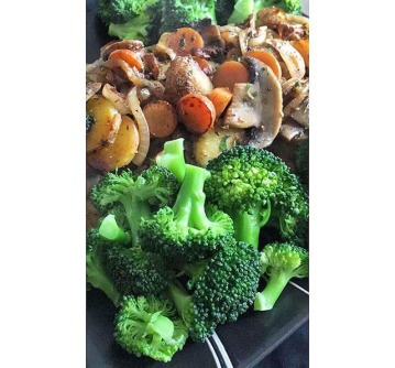 White potato, mushroom, carrot and onion stir-fry served with broccoli